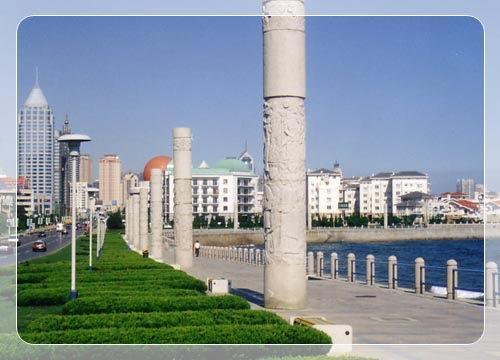 形态各异,富有浓厚文化韵味的雕塑,东海路是全国最大,品位最高的环境